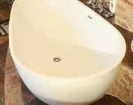 freistehende Badewanne mit Ablageflächen