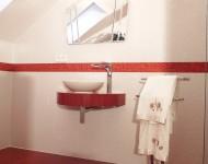Schwebende Waschtischanlage mit Aufsatzwaschtisch