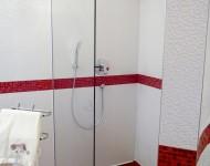 offene Duschanlage mit Quarrst